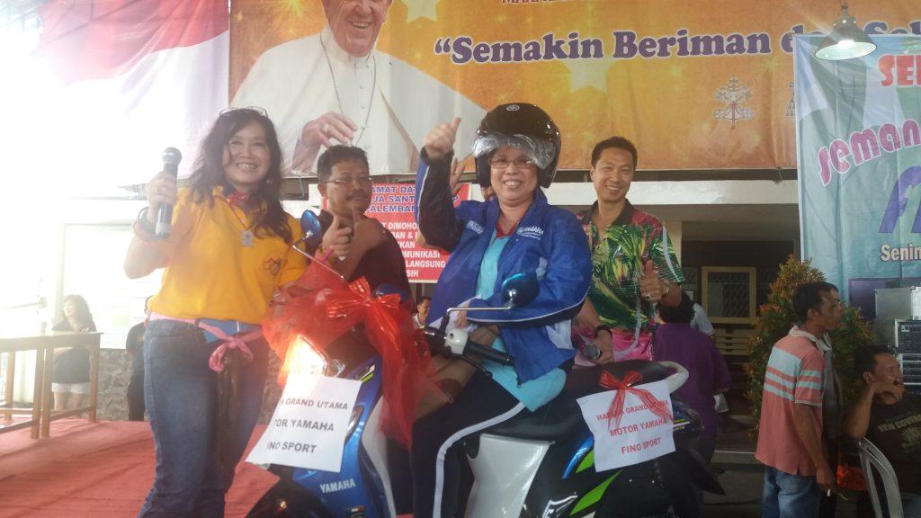 Ibu Waty Mendapat Hadiah Motor Fino Sport