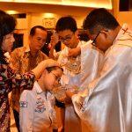 13 Orang Menjadi Anggota Gereja Katolik