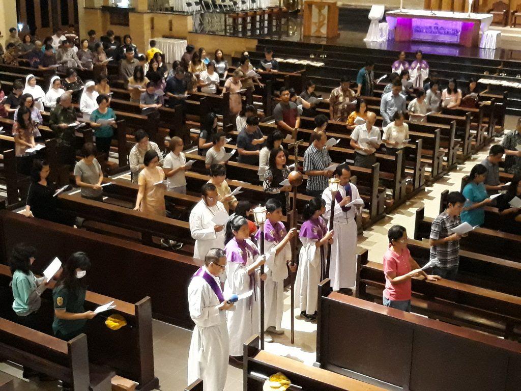 Umat Diajak Merenungkan Jalan Salib