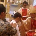 144 Warga Santo Yoseph Palembang Menerima Karunia Roh Kudus